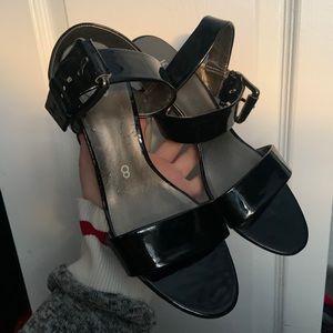 🛍NTW Vinyl black kitten heels with belt detail
